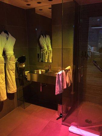 Hotel le Bellechasse: Standing by the door.