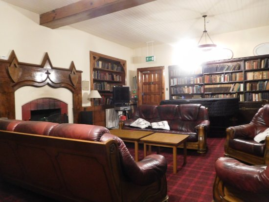 Great Cumbrae, UK: Sitting room and library