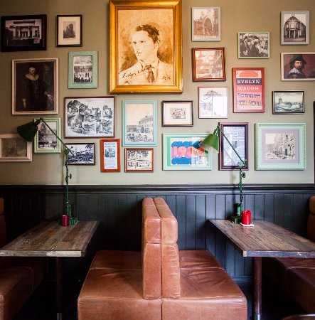 The Canonbury Bar & Restaurant: Cosy booths