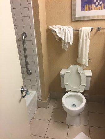 Valparaiso, IN: bathroom on arrival