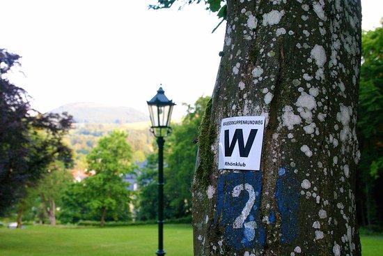 Gersfeld, Germany: Einstieg in viele Wanderwege direkt am Haus