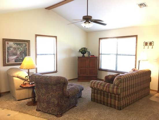 Llano, TX: Mountain View Guest House - Living Area
