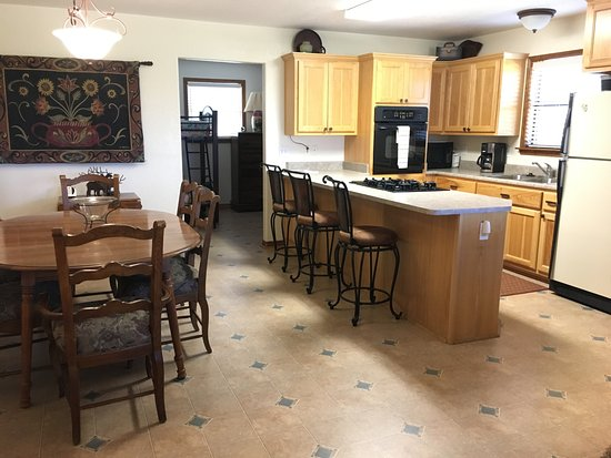 Llano, TX: Mountain View Guest House - Dining / Kitchen Area
