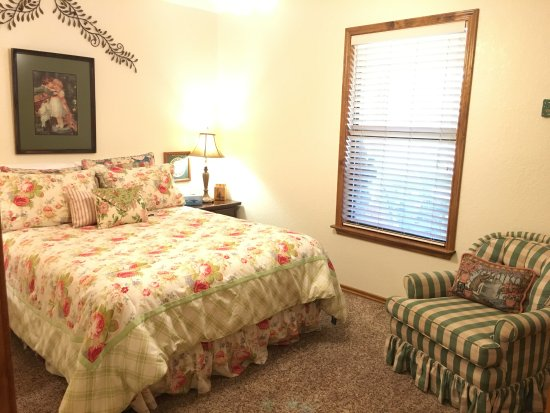 Llano, TX: Mountain View Guest House - Bedroom 2