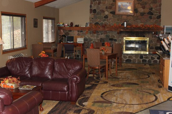 Boarders Inn and Suites Ripon, WI: Warm up in front of our lobby fire place during those cool Wisconsin winter nights