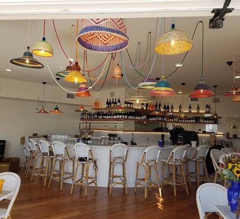 Avila Beach, Kalifornia: A custom-made marble topped bar and light fixtures imported from Columbia grace the interior.