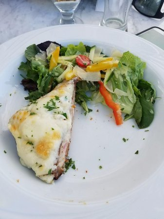 Avila Beach, Kalifornia: Traditional Croque Monsieur is a favorite among diners.
