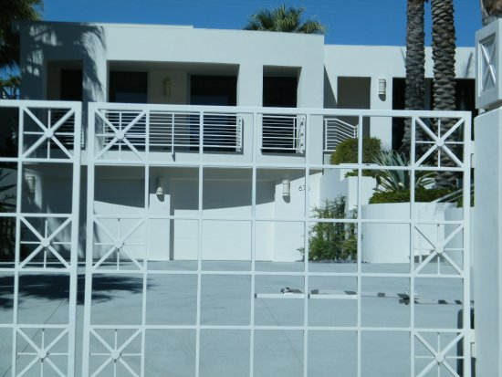 Celebrity homes picture of the best of the best tours for Celebrity tours palm springs california