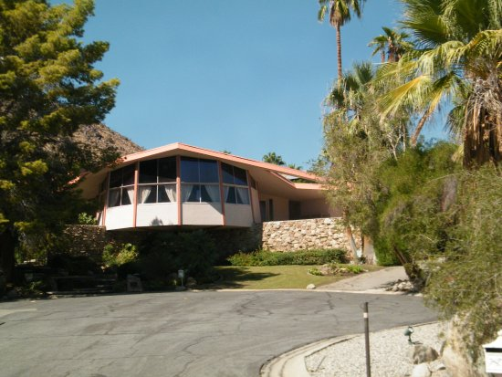 Celebrity homes elvis the honeymoon rental picture of for Celebrity tours palm springs california