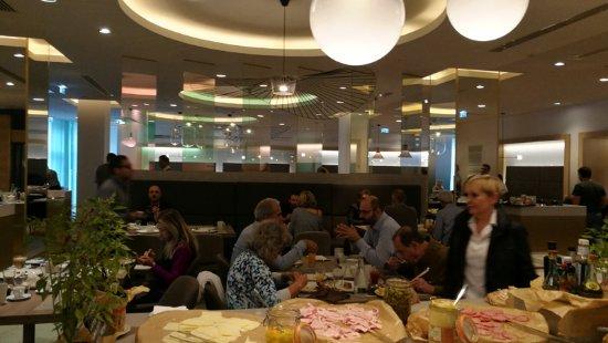 Radisson Blu Hotel Bucharest: sala breakfast