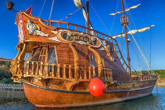 Esmeralda Pirate Ship