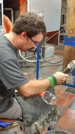 Simon Pearce: Glass blowing production