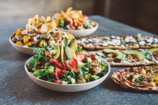 Bethesda, MD: Farm Fresh Salads and Fast Fired Pizzas
