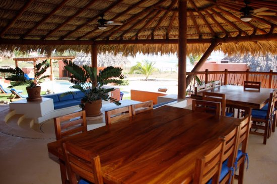 La Saladita, เม็กซิโก: Outside dining area of a Villa under the palapa roof