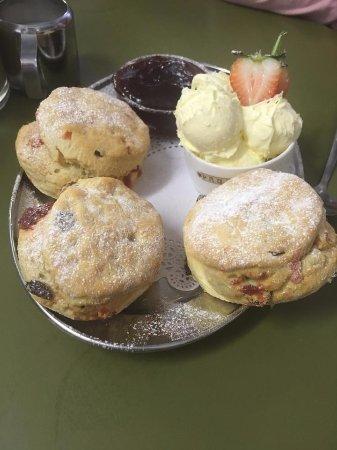 Pauline's Creamery: cream tea