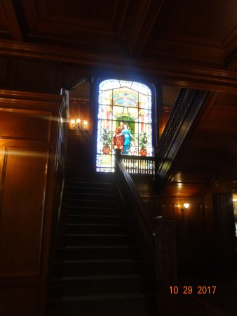 Moody Mansion : Main stairway