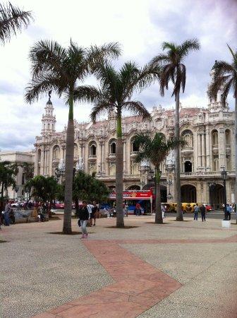 Place Vieille (Plaza Vieja) : La HAVANE