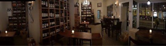Eno - Vino e Tapas: wunderschöner, gemütlicher  Laden. Sehr leckere Tapas und eine wahnsinnig gute  Auswahl an Weine