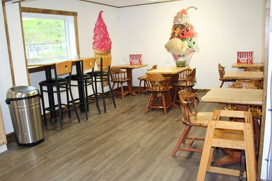 Wilton, ME: inside dining