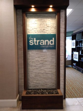 The Strand a Boutique Resort: Hotel Lobby