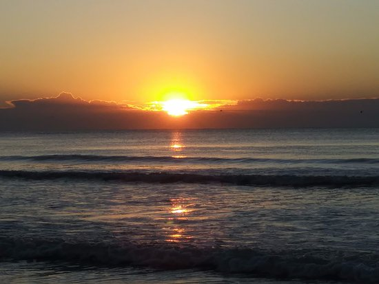 The Strand a Boutique Resort: Beautiful sunrise on our last morning there