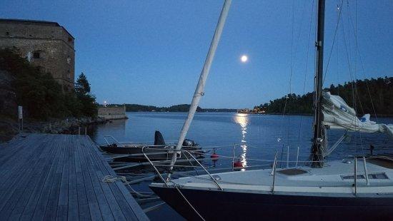Varmdo, Sweden: The hotel´s guest harbour