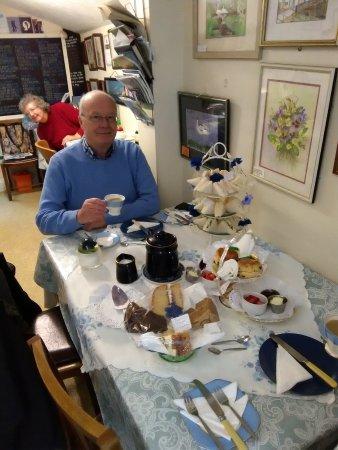 Loddon, UK: cakes, scones,jam and cream, strawberies cakes and Sandwiches