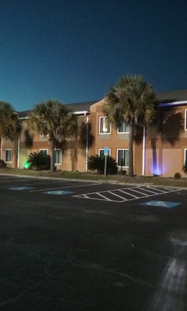 Baymont by Wyndham Cordele: Happy to see Palm trees
