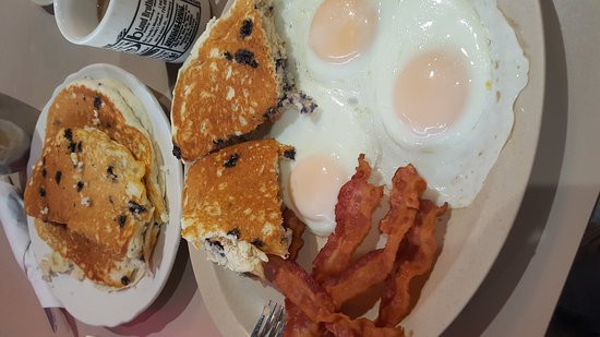 McHenry, IL: Masterpiece for B'fast