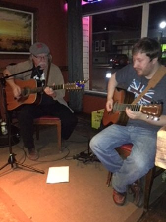Prince George, Kanada: Live music: Soundwave's John and Scott
