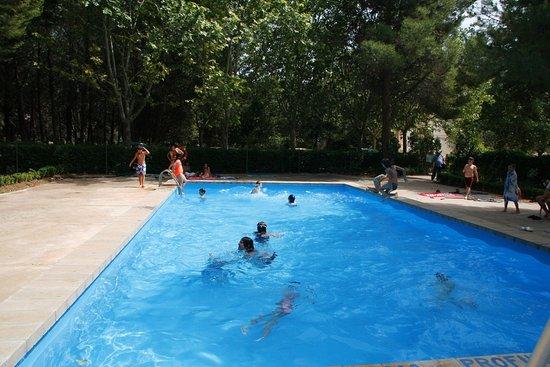 Alcaraz, Hiszpania: Piscina en verano