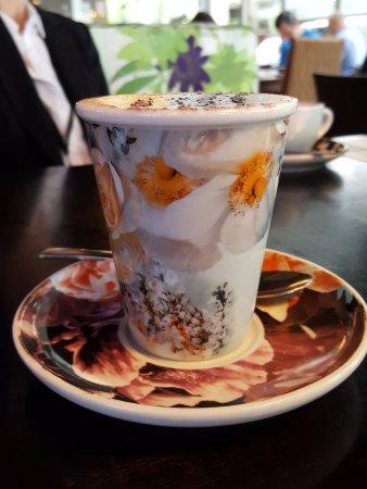 St. Leonards, Australien: Mocha in a colourful cup