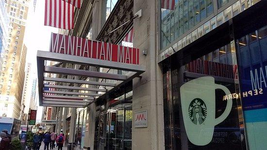 Manhattan Mall: entrance