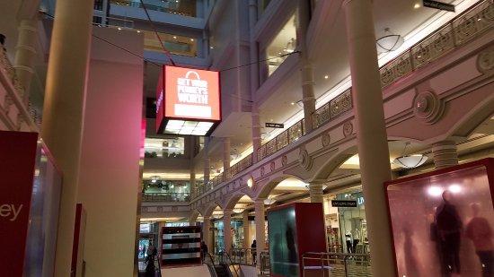 Manhattan Mall: inside