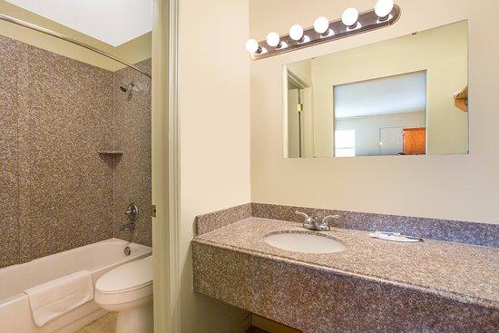 Glade Spring, VA: Bathroom