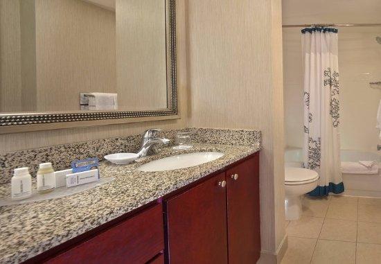 Residence Inn Boston Tewksbury/Andover: Kitchen