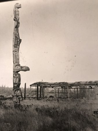 Picture of totem pole at U'mista Cultural Centre, #1 Front Street, Alert Bay, BC