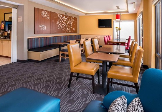 TownePlace Suites Huntington: Dining Area