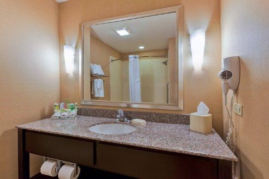 Alpine, TX: Contemporary Guest Bath