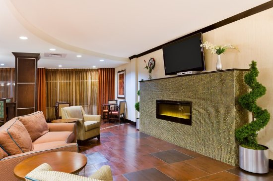 Άλπαϊν, Τέξας: Kick back in front of our Lobby's fireplace
