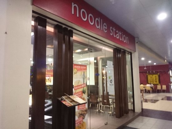 Noodle Station: レストラン入口