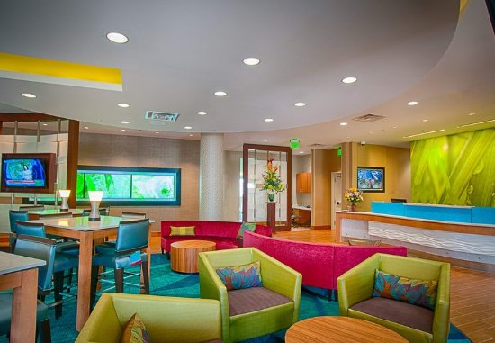 North Canton, OH: Lobby Sitting Area