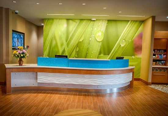 North Canton, OH: Front Desk