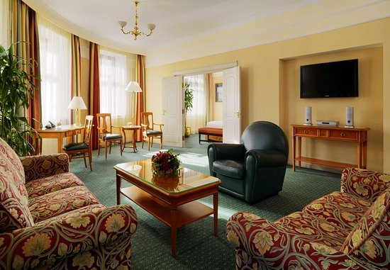 Moscow Marriott Grand Hotel: Corner Suite
