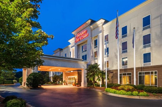 Clinton, SC: Hotel Exterior at Dusk