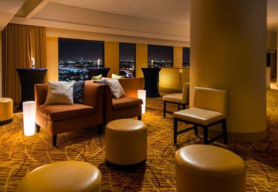 Oakland Marriott City Center: Skyline – Lounge Area