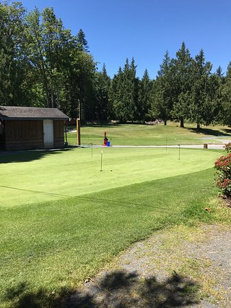 Парксвилл, Канада: Grounds at Brigadoon Golf Course, 359 Martindale Rd, Parksville, British Columbia