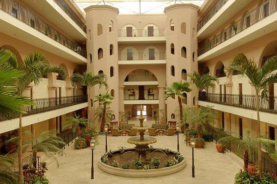 Embassy Suites by Hilton Charleston - Historic Charleston: Atrium