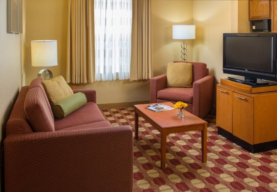 TownePlace Suites New Orleans Metairie: Two Bedroom Suite   Living Room