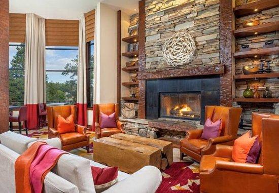 Lake Arrowhead, CA: Lobby Sitting Area